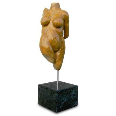 skulptur torso frau 1 italien strand stein